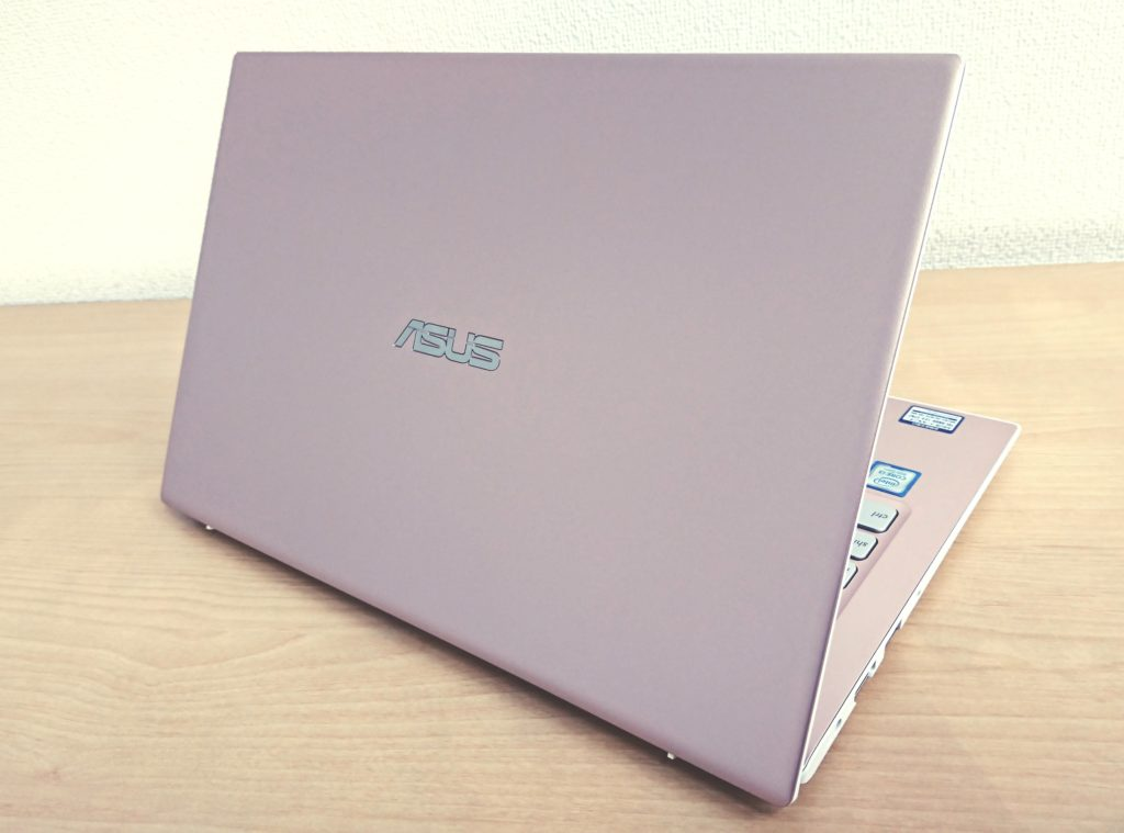 ASUS VivoBook S13の全体のデザイン