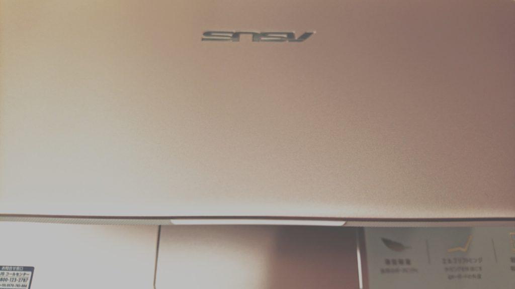 ASUS Vivobook S13の画面についている取っ手